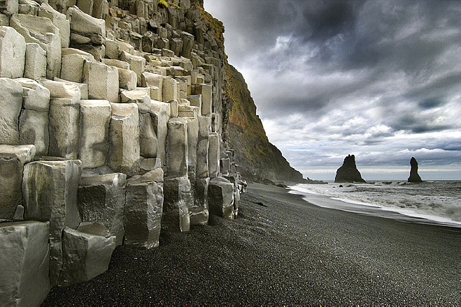 Gardar on Reynisfjara beach